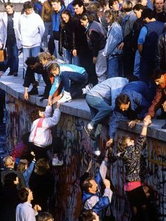 1989 The Berlin Wall falls. I still get choked up when I see pictures of this. We never thought it would happen. People lost their lives trying to escape from East Berlin, families were torn apart. Berlin Wall Fall, Marie Curie, Modern History, Interesting History, History Facts, World History, Photos Du, Back In The Day, Historical Photos