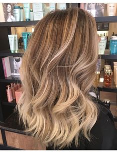 Long Wavy Ash-Brown Balayage - 20 Light Brown Hair Color Ideas for Your New Look - The Trending Hairstyle Light Hair, Hair Lights, Hair Highlights, Dirty Blonde Hair With Highlights, Caramel Highlights, Summer Hairstyles, Blonde Hairstyles, Summer Hairdos, Hairstyles Haircuts
