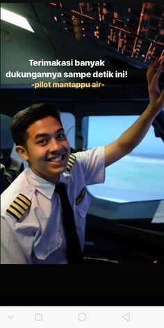 Airplane Pilot, Tumblr Boys, Ulzzang Boy, I Smile, Handsome Boys, Couple Goals, My Boys, My Idol, Wattpad