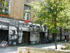 merry crisis street art kruzberg berlin