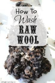How To Wash Raw Wool Interested in learning how to wash your own wool? The first in a series on processing raw wool! How to Wash Raw Wool Spinning Wool, Hand Spinning, Spinning Wheels, Alpacas, Wet Felting, Needle Felting, Just In Case, Just For You, Drop Spindle