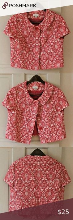 LOFT Red & White Lined Floral Cropped Blazer Beautifully designed Ann Taylor Loft blazer Stylish Peter Pan collar Cropped Cotton with acetate lining (fully lined) Dry clean only Size 8 Nearly new condition! Plus Fashion, Fashion Tips, Fashion Trends, Fashion Design, Peter Pan Collars, Cropped Blazer, Colored Blazer, Ann Taylor, Red And White