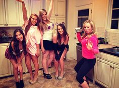 Mean Girls Homemade Costumes Mean Girls Halloween Costumes, Mean Girls Costume, Girl Costumes, Halloween Diy, Costume Ideas, Halloween 2017, Group Costumes, Costume Halloween, Last Minute Costumes