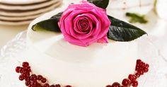 A massively festive vanilla layer cake with a rose on top :) No Bake Cake, Tartan, Panna Cotta, Vanilla, Birthday Cake, Ethnic Recipes, Desserts, Food, Festive