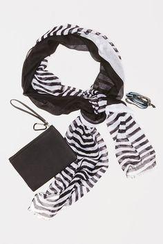 #Fableticswishlist #FableticsES Deck The Halls regalo navidad para tu novia, foulard y monedero