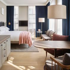 Steal This Look: A Scandi Bedroom in a SoHo Hotel (Remodelista: Sourcebook for the Considered Home) Soho Hotel, Modern House Design, Modern Interior Design, Interior Design Inspiration, Danish Interior, Interior Rendering, Layout Inspiration, Luxury Interior, 11 Howard Hotel