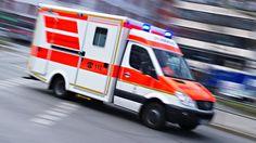 Unglück in Baden-Württemberg: Zug kollidiert mit LKW - ein Toter