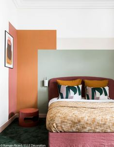 Colors, mix & match, design: a house that dares and imposes itself! - Elle decoration - Tamara Cerv, Category design inspirations inspiration grey inspiration ikea inspirations inspirations and ideas Living Room Red, Living Room Interior, Living Room Wall Colours, Bedroom Wall Colors, Apartment Interior, Decoration Design, Deco Design, Design Art, Design Ideas