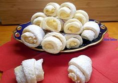 Raffaello kiflicskék Healthy Desserts, Dessert Recipes, Hungarian Recipes, Ice Cream Recipes, Cake Decorating, Sweet Tooth, Food And Drink, Pudding, Favorite Recipes