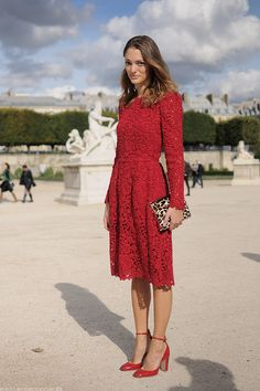 Style Inspiration: 24 Images of Perfectly Chic Early Autumn Style Modest Fashion, Girl Fashion, Fashion Dresses, Fashion Looks, Lace Dress, Dress Up, Shorts Longs, Little Red Dress, Mode Blog