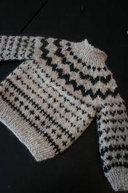 """Nu er mit rombe projekt jo afsluttet som ellers var det jeg sad med i hænderne foran tv'et. Så nu mangler jeg et nyt """"tv-projekt"""". Jeg bli... Knitting For Kids, Baby Knitting Patterns, Hand Knitting, Drops Design, Baby Sweaters, Yarn Crafts, Baby Kids, Knit Crochet, Kids Outfits"""
