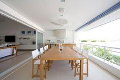 Decoração varanda gourmet área externa projeto - mesa cadeira (Projeto: Andrea Reis)