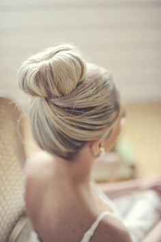 Create the perfect bun for your special day #wedding #hair