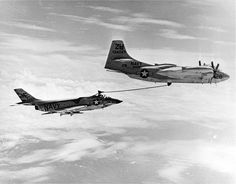 An AJ-2 Savage refueling an F3H Demon, after the AJ's days as a strategic bomber were over. 1958. pic.twitter.com/wME5OhuK4i