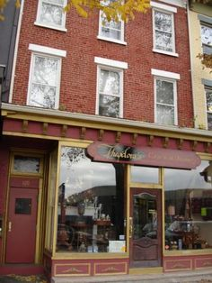 I want to one day live in a cute apartment like the ones in Nyack, NY.    ... Could totally live in one while at college.