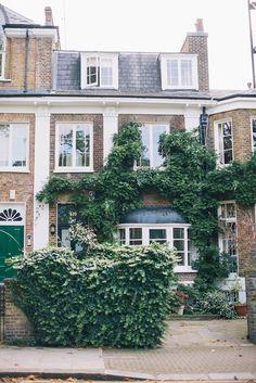 { Notting Hill, London }