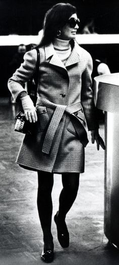 classic Jackie- love her white gloves