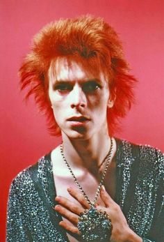 David Bowie 70s (photo by Mick Rock). His hair in this photo!!!! :)