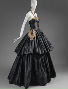 Lanvin 1939 gown, @metmuseum. It was worn by the Comtesse Jean de Polignac. It was part of a couture exhibition organised during 1940The Met (@metmuseum) | Твиттер