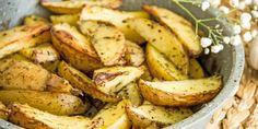 Μια συνταγή για πατάτες φούρνου, ελαφριές, χωρίς λάδια, που θα συνοδεύσουν κάθε φαγητό σας.   GASTRONOMIE   iefimerida.gr   συνταγή, πατάτες, πατάτες φούρνου, υλικά Sweet Home, Vegetables, Recipes, Food, Gourmet, Veggies, Veggie Food, Rezepte, Meals