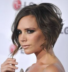 Victoria Beckham Hair For Fashion Inspirations: Victoria Beckham With Short Hair. Angled Bob Hairstyles, Oval Face Hairstyles, Cool Hairstyles, Hairstyle Ideas, Short Haircuts, 2014 Hairstyles, 1930s Hairstyles, Medium Haircuts, Ladies Hairstyles