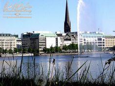 """ADC Nachwuchstag 2016 im Millerntor-Stadion (FC St. Pauli Fußball Stadion) Hamburg - ein Karrieresprungbrett für den Nachwuchs der Werbebranche!  Kolle Rebbe GmbH, eines der größten inhabergeführten Werbeagenturen unserer Zeit, präsentierte sich kreativ bei dem ADC Nachwuchstag 2016, mit einer Wahrsagerin & Wahrsagerzelt und bot dem Werbenachwuchs einen """"Blick in die goldene Karriere Zukunft""""!  Wir nutzten diese Gelegenheit Hamburg wieder neu zu erkundschaften!  www.pandoramichelelorenz.com"""