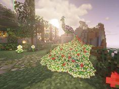 Un magnifique paon en fleur réalisé à l'aide d'armor stand #Minecraft Images Minecraft, Peacock, Christmas Tree, Aide, Holiday Decor, Crafts, Community, Flower, Decoration