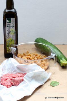 Rezept für selbst gekochten Babybrei mit Zucchini, Vollkornnudeln und Hackfleisch. Geeignet als Mittagsbrei ab dem 7. Monat.