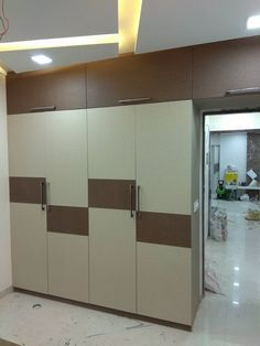 Walldrop bedroom modern style bedroom by kumar interior thane modern Wardrobe Laminate Design, Wall Wardrobe Design, Wardrobe Interior Design, Wardrobe Door Designs, Bedroom Closet Design, Interior Design Business, Bedroom Furniture Design, Bedroom Wardrobe, Home Room Design