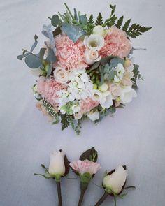 Bridesmaid bouquet and button holes  #bridalflowers #bridesmaid #weddingflowers #groomsmen #bridalparty #flowers #flowersofinstagram #florist #lilacsforlucy #bellarinepeninsula #bellarine #oceangrove #geelong #melbourneflorist #weddingflorist by lilacsforlucy http://ift.tt/1JO3Y6G