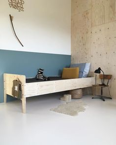 Blue + natural wood _ simple yet elegant ocmbination