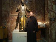 Nosso pai Fundador em Pietrelcina - Itália ........ Our founding father in Pietrelcina - Italy