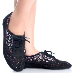 5eb96c421b31 Black Perforated Cut Out Floral Lace Up Oxford Brogues Women Flat Shoe--  adorable!