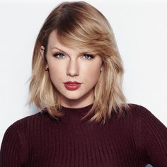 Taylor Swift hits the hearts with her beauty and hair styles as well as her songs. Bangs With Medium Hair, Medium Hair Styles, Short Hair Styles, Taylor Swift Now, Taylor Swift Style, Short Layered Haircuts, Haircuts With Bangs, Taylor Swift Wallpaper, Corte Bob