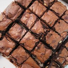 Thermomix brownies Bec's Table Ingredient 200 gm chocolate 200 gm butter 3 eggs 115 gm plain flour 30 gm Cocoa 220 gm castor sugar 250 gm white chocolate Set oven to 170 C Thermomix Brownies, Dessert Thermomix, Chocolate Fudge Brownies, Beste Brownies, Cheesecake Brownies, Chocolate Desserts, Chocolate Chips, Chef Recipes, Desert Recipes