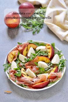 Insalata con pesche, prosciutto crudo e mozzarella – Rezepte I Love Food, Good Food, Yummy Food, Food Porn, Best Italian Recipes, Food Decoration, Cafe Food, Aesthetic Food, Everyday Food