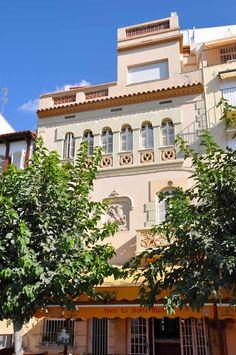 Casa Llúcia Catasús, en el Paseo de la Ribera de Sitges. Sitges, Barcelona, Mansions, House Styles, Home Decor, Home, Walks, Paths, Tourism
