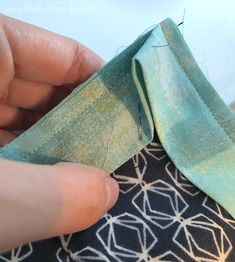 This particular patchwork quilts is a quite inspirational and first-rate idea Quilting For Beginners, Sewing Projects For Beginners, Quilting Tips, Quilting Tutorials, Sewing Tutorials, Quilting Projects, Beginner Quilting, Hand Quilting, Quilt Binding Tutorial