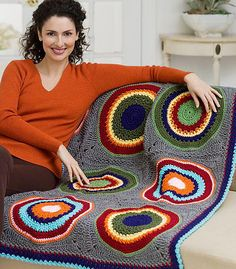 Circles in Squares Throw Free Crochet Pattern from Red Heart Yarns Bruno check it out!crochet afghans design Circles in the Square Afghan Design - Crochet Circles in Squares Throw I love big ole circles such as this. It leaves my mind spinning with ideasC Crochet Afgans, Crochet Quilt, Crochet Squares, Knit Or Crochet, Crochet Crafts, Crochet Hooks, Crochet Projects, Crochet Crowd, Granny Squares