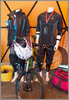 North Face Bike Gear Bike Rollers, Cycling Gear, Golf Bags, Mountain Biking, Gears, Motorcycle Jacket, The North Face, Sports, Christmas
