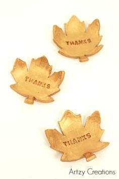DIY Thanksgiving Leaves - Add an elegant look to your Thanksgiving with these beautiful gold fall leaves. Free Thanksgiving Printables, Thanksgiving Banner, Thanksgiving Crafts, Thanksgiving Decorations, Fall Crafts, Diy Apple Candles, Winter Party Themes, Craft Projects For Adults, Pumpkin Crafts
