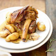 Souris d'agneau confites aux pommes de terre rattes et à l'ail