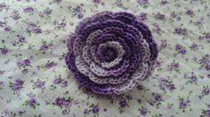 Flor lila de ganchillo