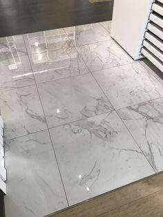 Marble look tiles 75 215 75 cm callacata atlas Ma marblebathroomfloor Marble Bathroom Floor, Marble Look Tile, Marble Floor, Tile Floor, Floor Design, House Design, Granite Flooring, House Tiles, House Floor