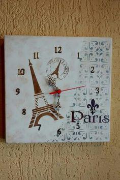 Relógio Paris em mdf com pintura em stencil.