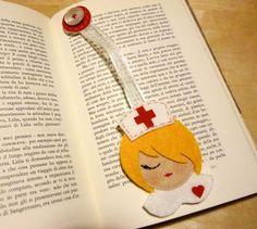 Flag Felt Page: 58 idées pour s'inspirer - Felt School Felt Bookmark, Bookmark Craft, Diy Bookmarks, Crochet Bookmarks, Felt Crafts Diy, Wire Crafts, Crafts To Make, Paper Dress Art, Crochet Bookmark Pattern