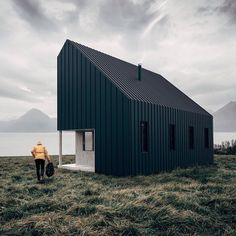 "18.7 k gilla-markeringar, 89 kommentarer - Dezeen (@dezeen) på Instagram: ""This flat-packed cabin concept created by a Vancouver-based startup allows tiny houses to be…"""