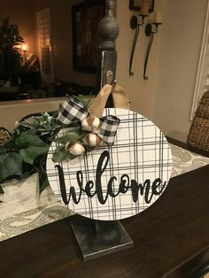 DIY Decor Using Dollar Store Items That You Can Make This Weekend! - Stop by your Dollar Tree to pick up these items - Dollar Store Hacks, Thrift Store Crafts, Dollar Stores, Dollar Tree Christmas, Christmas Diy, Christmas Bulbs, Christmas Signs, Dollar Tree Decor, Dollar Tree Crafts