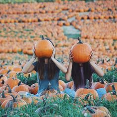15 Fall Photoshoot Ideas To Get Some Serious Inspo - Fall photoshoot - Fale Best Friend Pictures, Bff Pictures, Friend Pics, Cute Fall Pictures, Tumblr Fall Pictures, Fall Tumblr, Insta Pictures, Pumpkin Patch Pictures, Pumpkin Pics