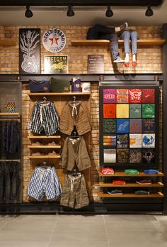 Home Decoration With Paper Craft Clothing Store Interior, Clothing Store Displays, Clothing Store Design, Shoe Store Design, Retail Store Design, Boutique Decor, Boutique Interior, Architecture Agency, Industrial Architecture